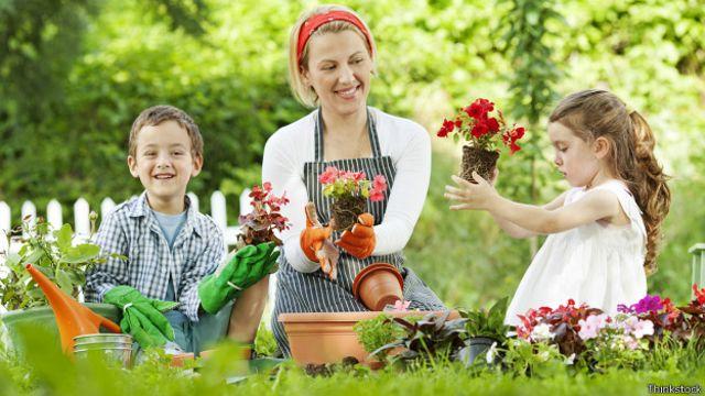 La jardinería es la actividad más completa y que más esfuerzo require para las personas.