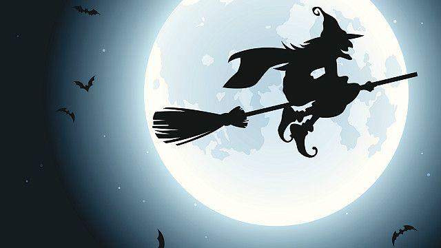 بلو مون ایک نایاب فلکی موقعہ ہوتا ہے جب ایک ہی مینے میں دو مرتبہ مکمل چاند نظر آئے۔ ایسا تین سال میں ایک مرتبہ ہوتا ہے