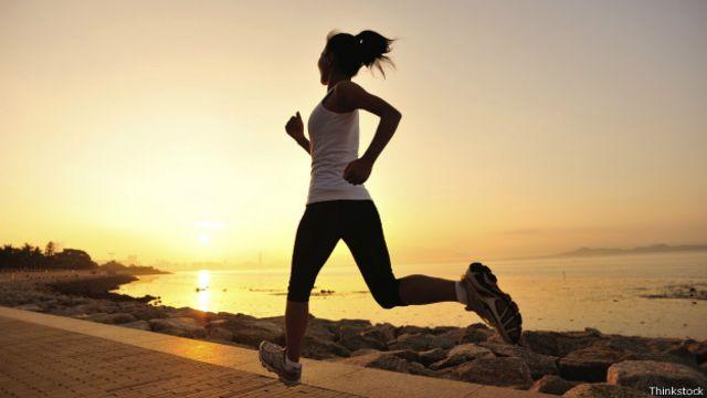 Correr es una actividad muy popular, aunque no todo el mundo es consciente de la importancia de escoger el calzado más adecuado.