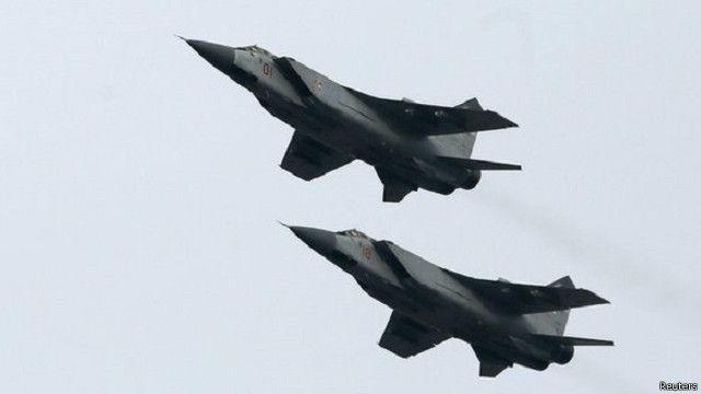 تستخدم روسيا مقاتلات حديثة وقديمة غير مسلحة بصواريخ حقيقية في طلعاتها المكثفة