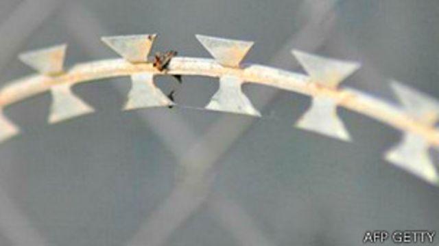 Detalle de la concertina o alambre con cuchillas en Ceuta
