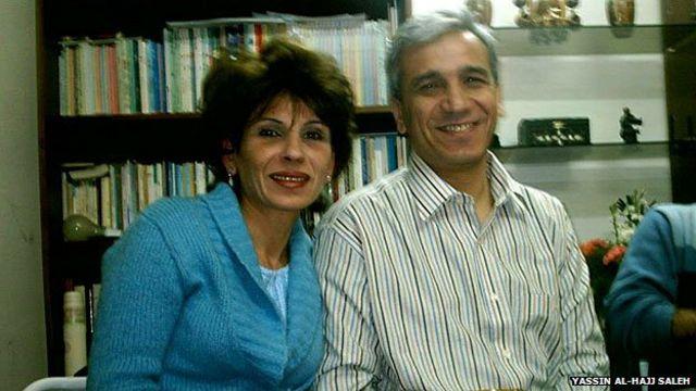 یاسین الحاج صالح همچنان برای یافتن سرنخی از همسرش به فعالیت مشغول است