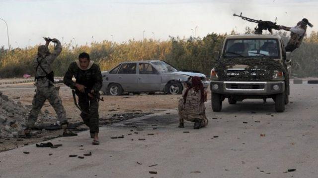 لیبی در آتش جنگ گروههای رقیب میسوزد