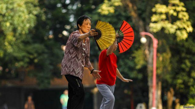中国妇女打太极