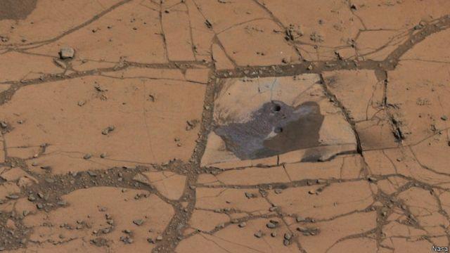 Buraco em Marte realizado pela exploração da sonda Curiosity