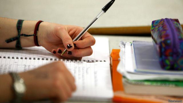 Mesmo durante o tempo gasto com o ensino de conteúdo, muitos alunos estão dispersos