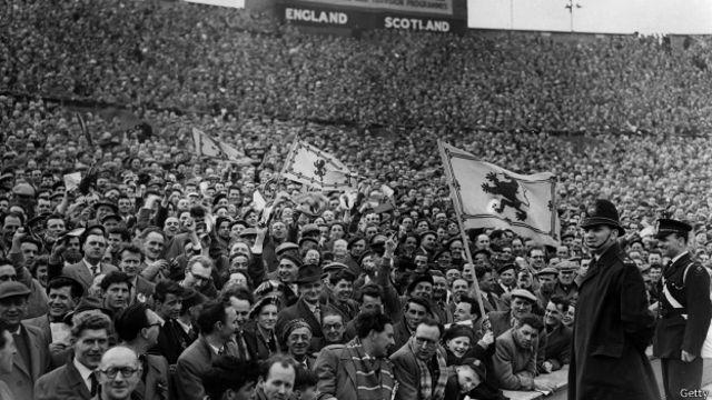 La expectativa por el duelo entre Escocia e Inglaterra fue aumentando con el paso de los años, llenando estadios como el de Wembley en 1957.
