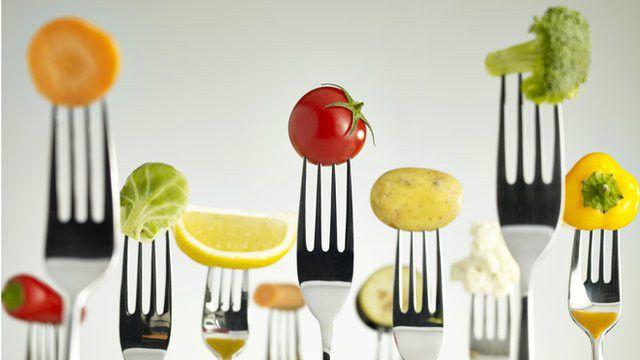 پژوهشگران می گویند رژیم غذایی مدیترانه ای در کاستن از خطر حمله قلبی و سکته مغزی موثر است