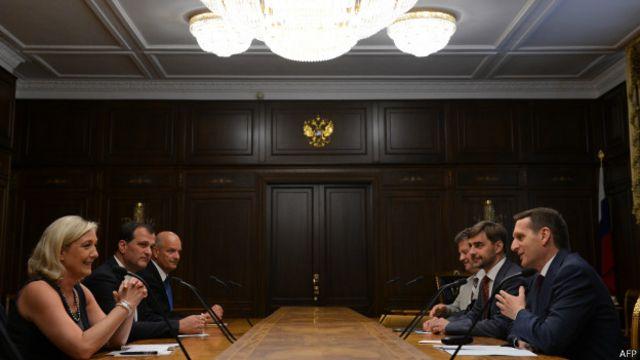 Марин Ле Пен была в России в последнее время по меньшей мере дважды - в июне 2013 года (на фото) и в апреле 2014