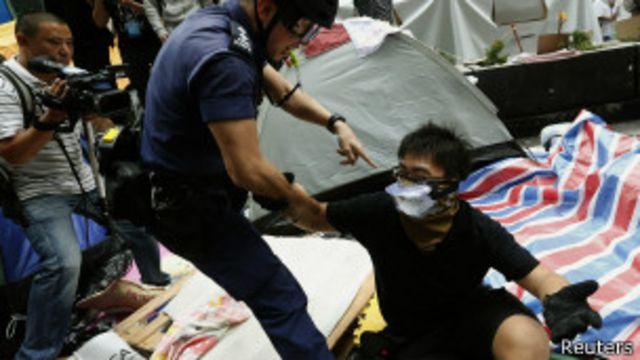 ဖယ်ရှားဖို့ ငြင်းဆန်သူတွေကို ဖမ်းဆီး
