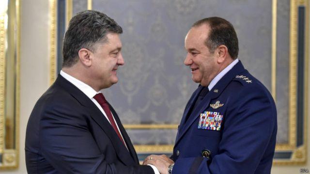 генерал Филип Бридлав и Петр Порошенко