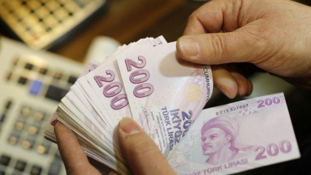 Türk Lirası, yılın ilk 4 ayında ABD Doları'na karşı değer kazandı.
