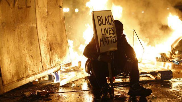 La decisión de no procesar a Wilson reavivó las protestas en Ferguson y el resto del país. FOTO REUTERS.