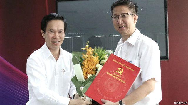 Ông Phạm Đức Hải (bên phải) vốn là cán bộ tuyên giáo của Đảng