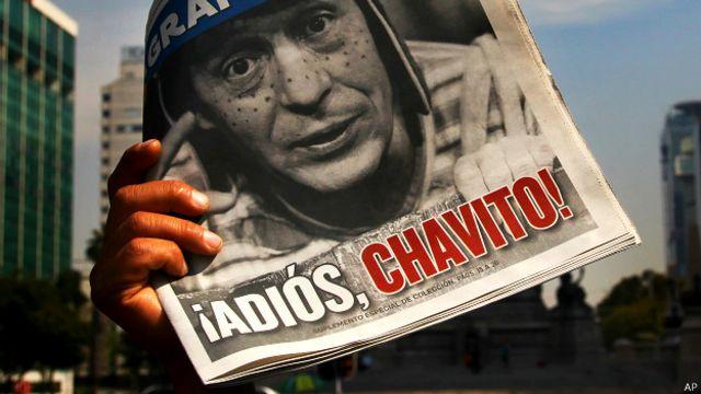 Periódico con la imagen de Chespirito