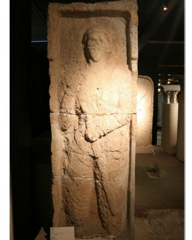 مجسمهای از دوره اشکانی، ساخته شده از ماسه – موزه باستانشناسی استانبول