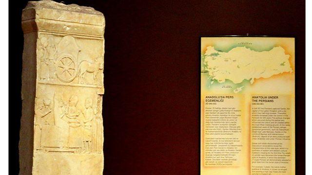 ستون یادبود ساخته شده در آناتولی در زمان تسلط هخامنشیان با تاثیر از هنر ایران – موزه باستانشناسی استانبول