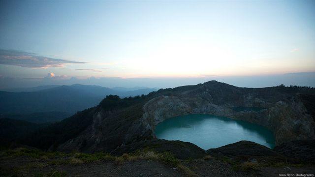 Kawah Gunung Kelimutu di Pulau Flores pada suatu pagi di bulan November 2014.
