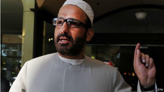 """در وبسایتی که منسوب به مظنون اصلی گروگان گیری سیدنی است نوشته شده: """"قبلا رافضی بودم، اما دیگر نیستم. اکنون الحمدلله مسلمانم"""""""