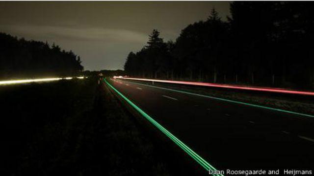 Iluminación fluorescente de Daan Roosegaarde para las carreteras. (Foto de Daan Roosegaarde & Heijmans).