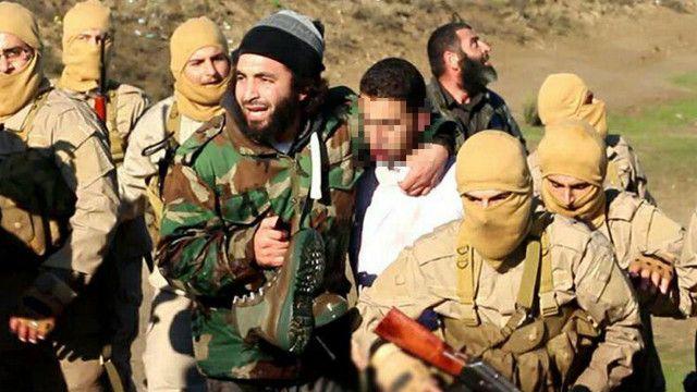 احتجز تنظيم الدولة الإسلامية الطيار الأردني معاذ الكساسبة بعد سقوط طائرته في سوريا.