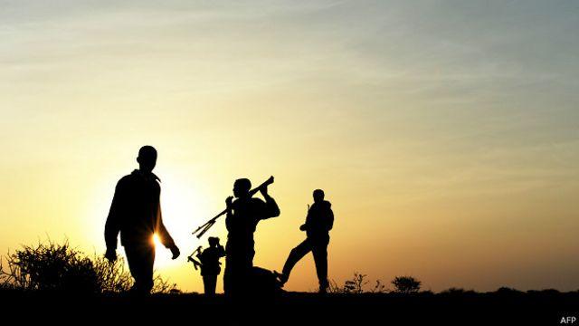 دزدان دریایی سومالیایی در گذشته ادعا کرده بودند که بعضی از حملات آنها برای حفاظت از قلمرو ماهیگیری خودشان است