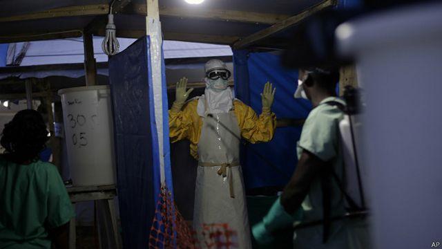 Pekerja kesehatan akan menjadi sasaran utama uji coba vaksin Ebola