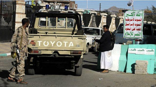 نقطة تفتيش للحوثيين في العاصمة اليمنية صنعاء