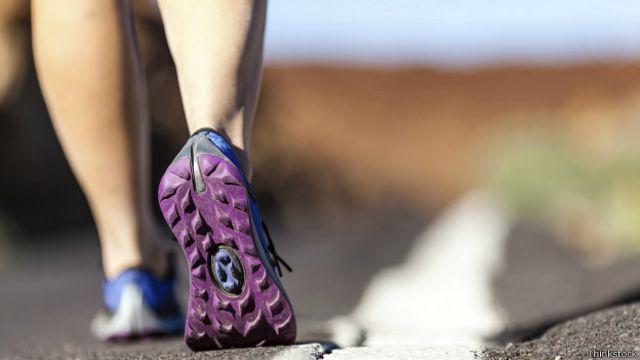 Escoger las zapatillas deportivas correctas reduce el riesgo de lesiones.