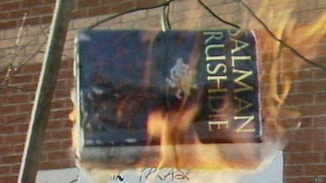 Горящая книга Салмона Рушди