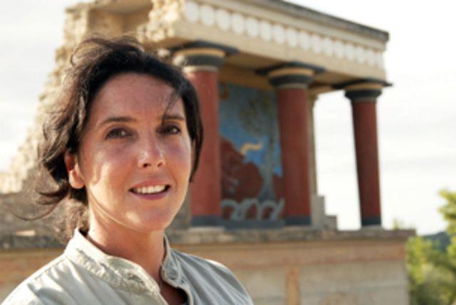 Bettany Hughes é historiadora clássica, autora de Helen of 'Troy: Goddess, Princess, Whore1 ('Helena de Troia: Deusa, Princesa, Prostituta')