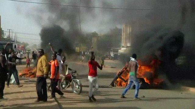 Au Niger, l'opposition est interdite de marche ce dimanche, après les violences des dernières 48 heures.