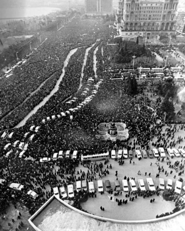 21 yanvar 1990 - 20 Yanvar faciəsində öldürülənlər üçün matəm yürüşü