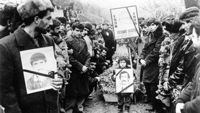 22 yanvar 1990 - 20 Yanvar poqromlarının qurbanları dəfn edilir