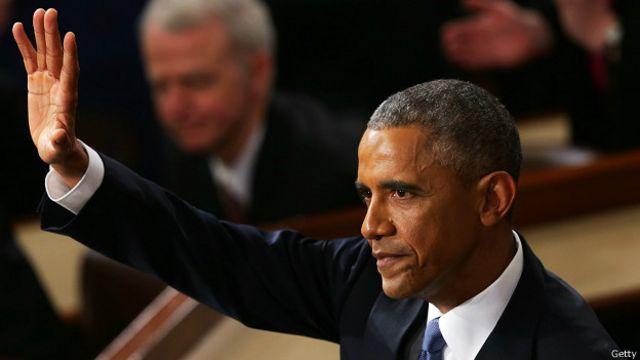 Барак Обама машет рукой в конце выступления в Конгрессе 20 января 2015 года