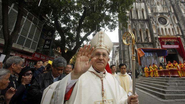 Hồng Y Fernando Filoni, Tổng trưởng Bộ Truyền giáo Vatican, thăm Việt Nam trong năm nay, tạo hy vọng cải thiện quan hệ.