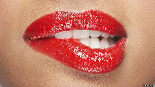 Женские накрашенные губы