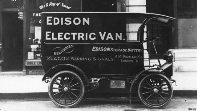 """Una """"van eléctrica"""" de la compañía Edison, en la primera década del siglo XX"""