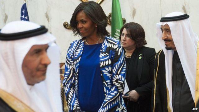 Di Saudi, wanita wajib berpakaian tertutup tapi Michelle Obama memilih tidak berkerudung