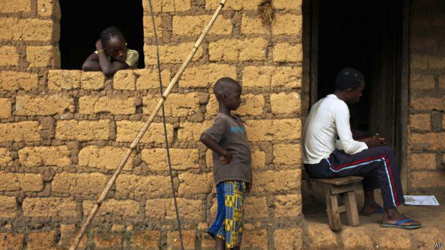 Знахарь в деревне Мелианду в Гвинее