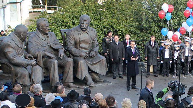 """Открытие памятника """"Большой тройке"""" в Ялте"""