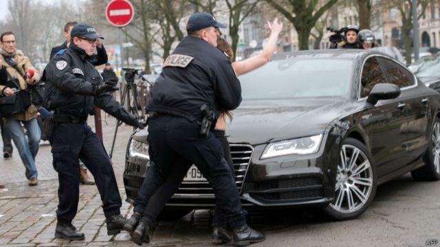 Доминик Стросс-Кан прибывает в суд Лилля