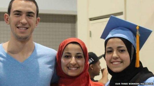 Las víctimas de Hicks son Deah Shaddy Bakarat, de 23 años, su esposa Yusor Mohammad Abu-Salha, de 21 años, y la hermana de ella, Razan Mohammad Abu-Salha, de 19 años.