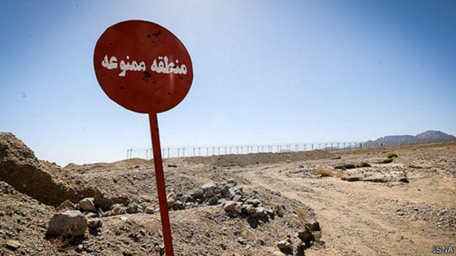 مرز ایران و افغانستان محل عبور قاچاقچیان مواد مخدر و همچنین کسانی است که به طور غیرقانونی از مرز عبور میکنند