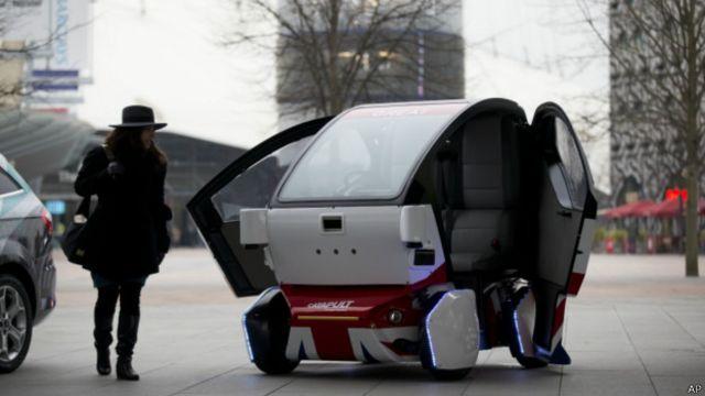 Prototipe mobil tanpa supir diperkenalkan dalam pameran teknologi di London.