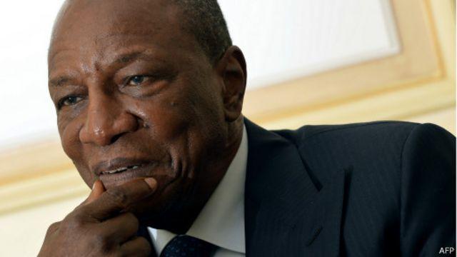 Le président guinéen Alpha Condé lors d'une visite à Paris le 19 janvier 2015. Le chef d'Etat avait déjà lancé un plan national pour éradiquer la maladie en  60 jours en Guinée avant le mois de mars.