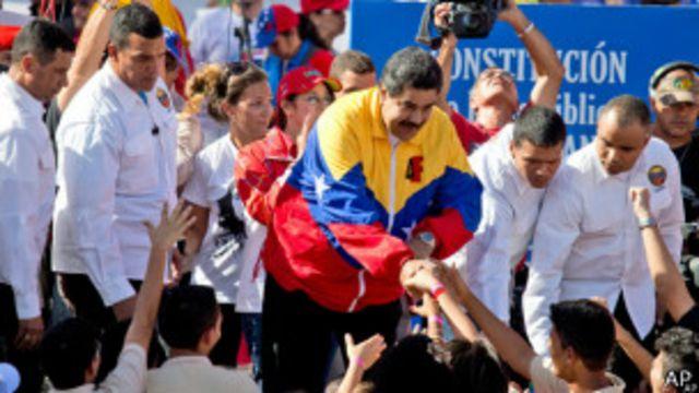 Maduro y escoltas