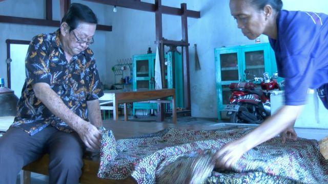Sigit Witjaksono pemilik pabrik batik Sekar Jagat di Lasem telah menggeluti bisnis sejak 1967