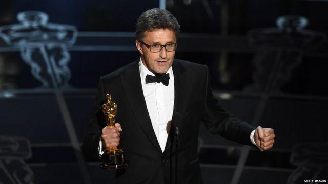 قطعه موسیقی پایاندهنده هر بخش دو بار در میان سخنان پاول پاولیکوفسکی٬ برنده اسکار بهترین فیلم زبان غیر انگلیسی پخش شد