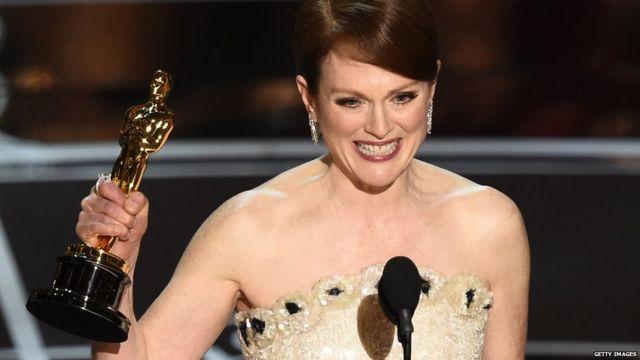 جولین مور پیشتر چهار بار نامزد اسکار شده بود و امسال برای نخستین بار این جایزه را برای فیلم هنور آلیس گرفت